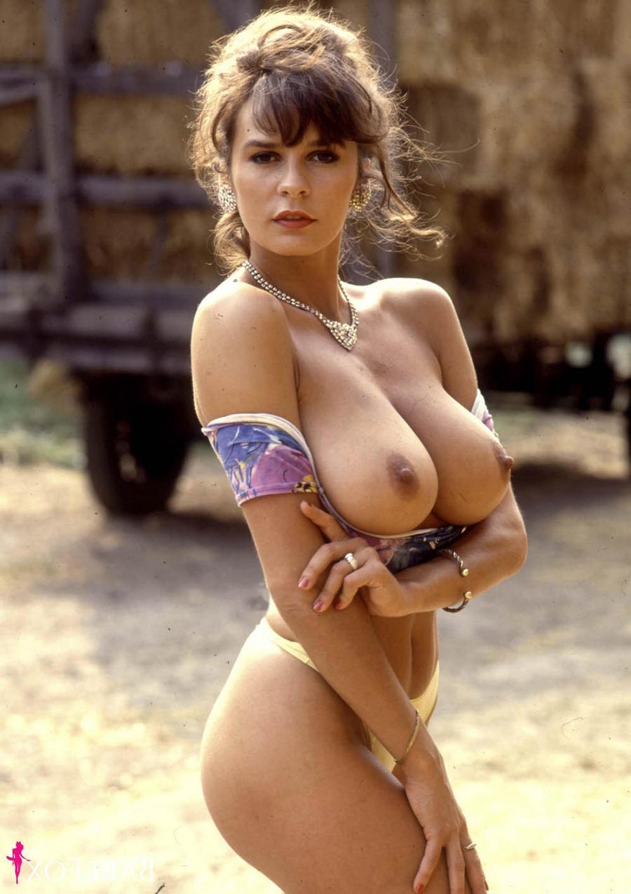 Агнесс приглашает на сеновал - порно фото