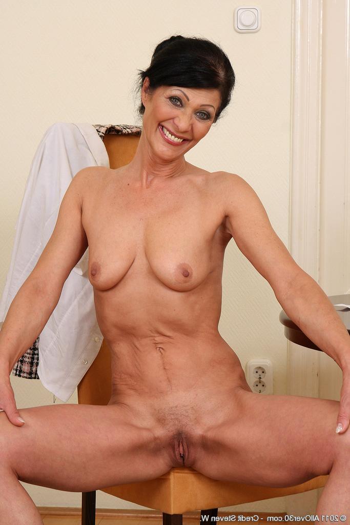 Антонина Петровна сегодня в сексуальном ударе - порно фото