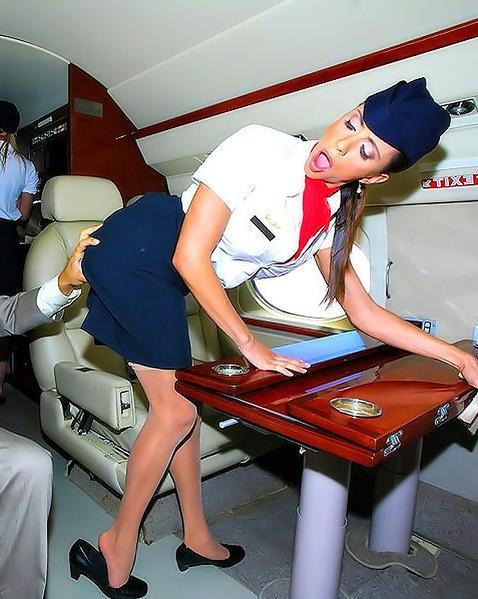 Пассажир самолета выебал двух стюардесс - порно фото