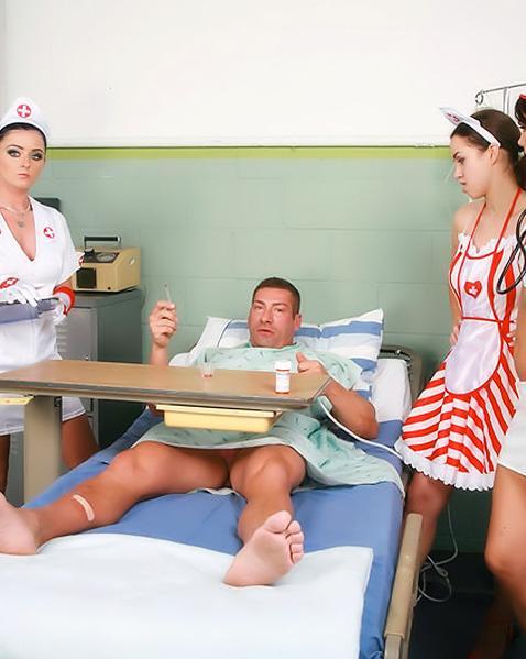 Приболевшего миллионера ублажают медсестры шлюхи - порно фото