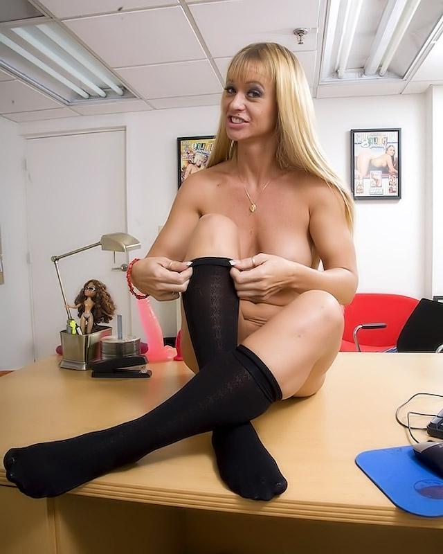 Старая шалава круто разбирается в сексе - порно фото