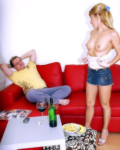 Дед трахает внучку у нее дома - порно фото