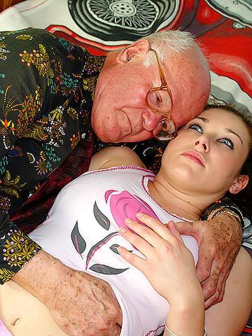 Дедушка поебался с социальной работницей - порно фото