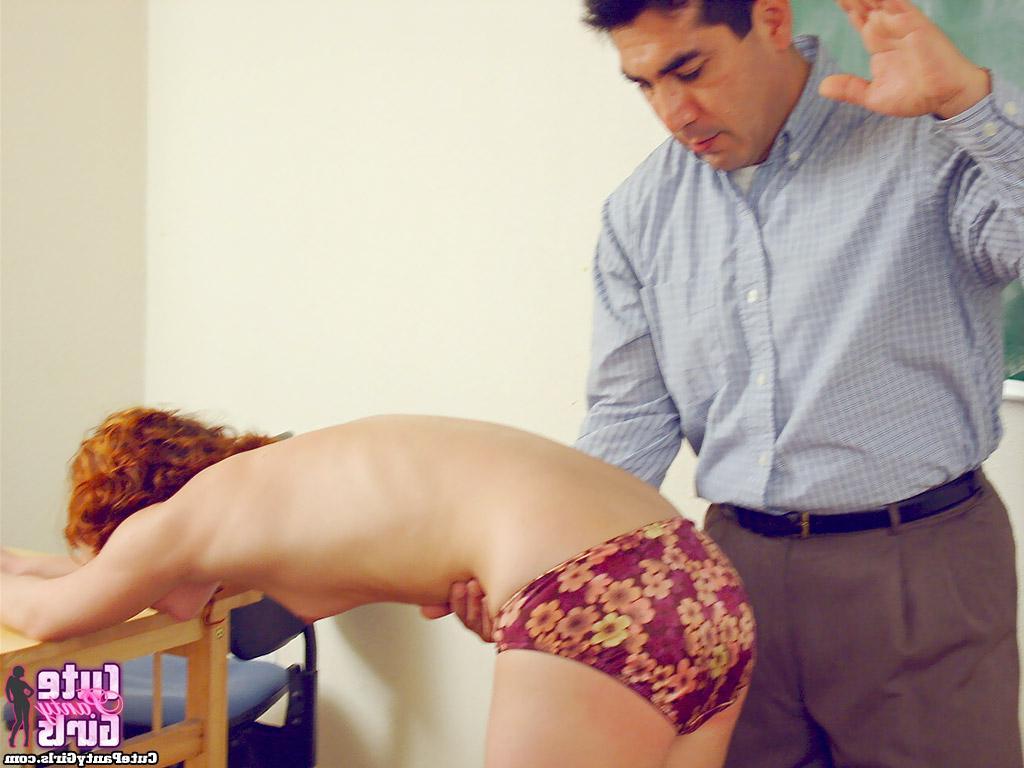 Непослушную ученицу учитель лупит по попке - порно фото
