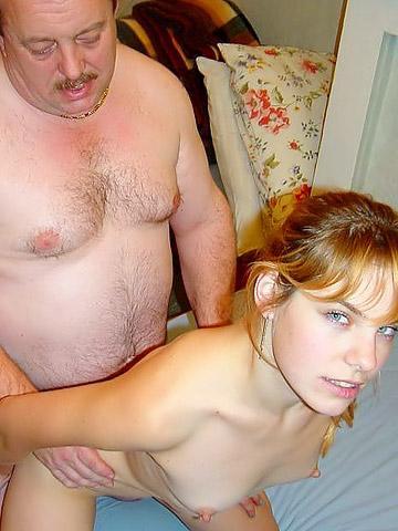 Толстый папаша наказал дочку в позе раком - порно фото