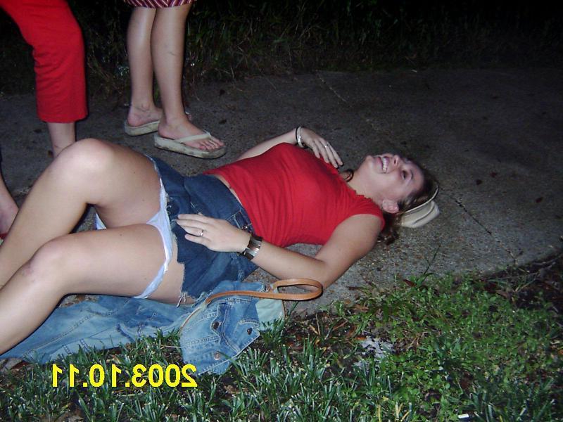 Девки напились и согласны на любую еблю - порно фото