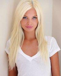 Гламурная блондинка потрясает своей внешностью и блядовитостью - порно фото