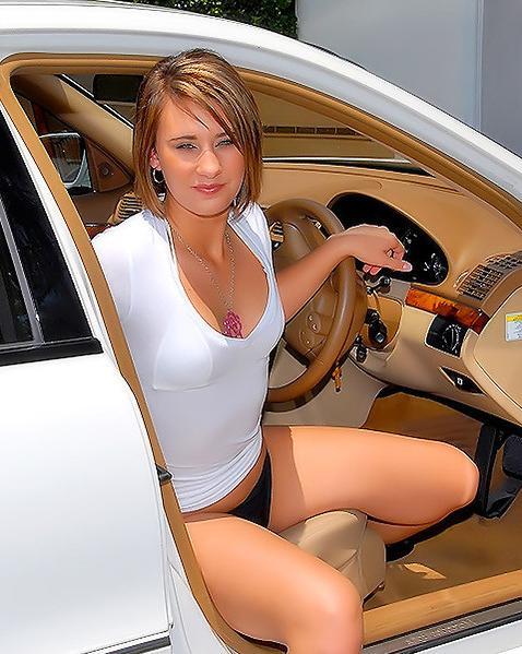 Миша подвез знакомую домой и перепихнулся с ней - порно фото
