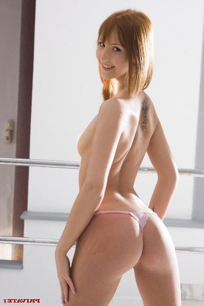 Худышке Марине засовывают член - порно фото