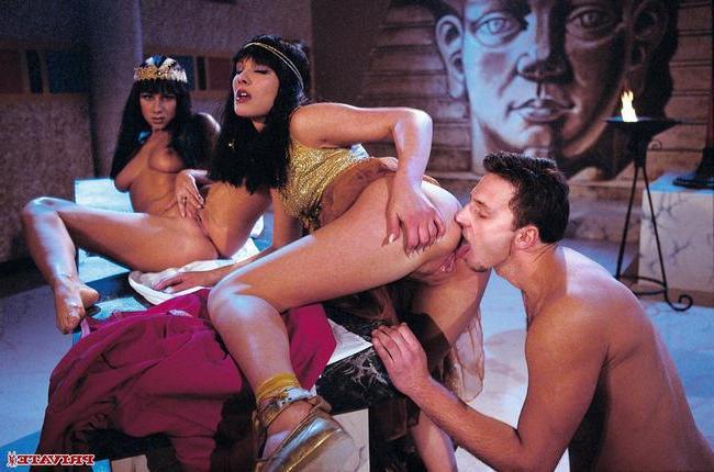 Пара первобытных сучек для самца - порно фото