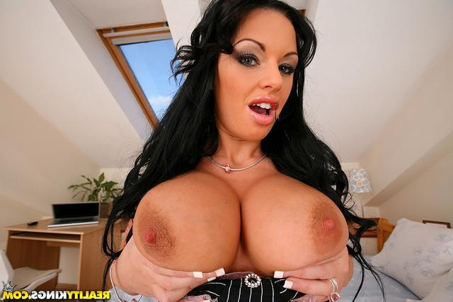 Келли и её огромные дойки - порно фото