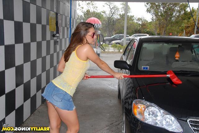 Мойка машин для особых клиентов - порно фото