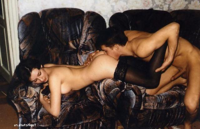 Красотка оседлала фаллос своего парня - порно фото