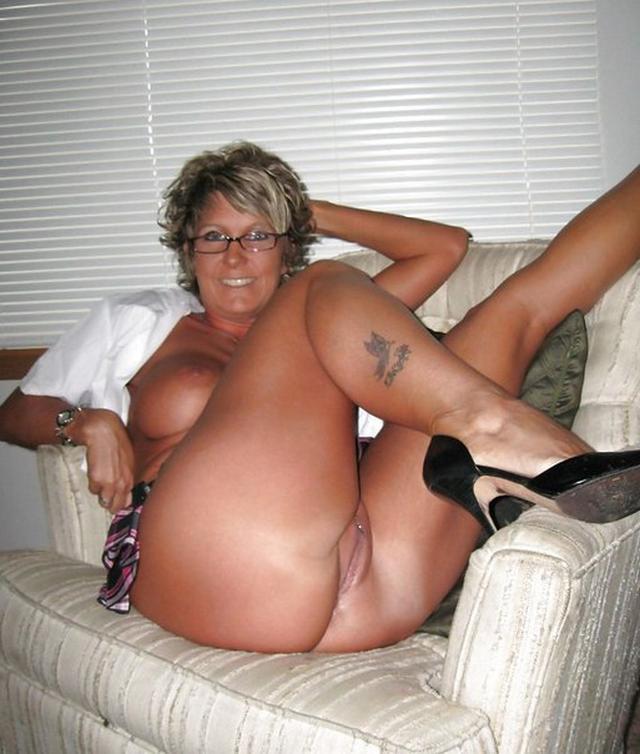 Зрелые прелести знойных мамаш - порно фото