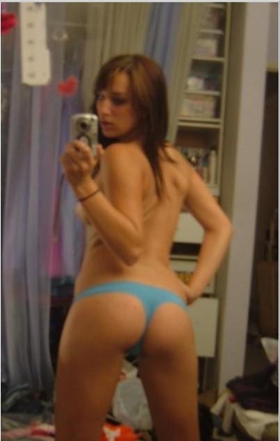 Спонтанное селфи обнаженных дам - порно фото