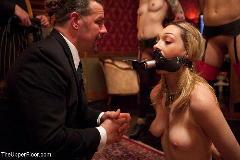 Послушные рабыни беспрекословно подчиняются своим мужчинам - порно фото