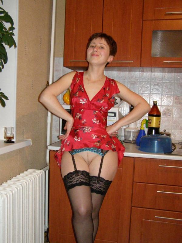 Сексуальная домохозяйка в чулках - порно фото