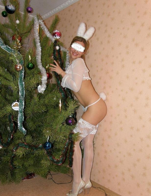Девка в костюме зайчика дает в попку - порно фото