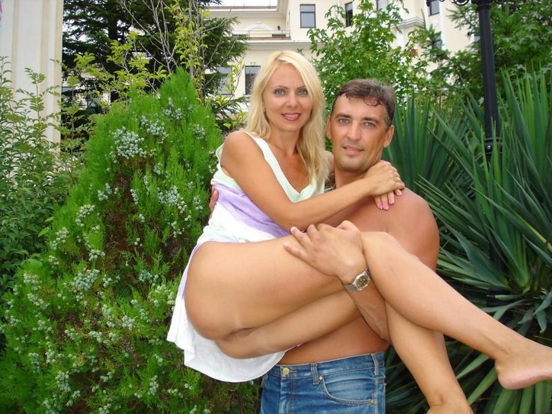 Зрелая жена подставила анус под член мужа - порно фото