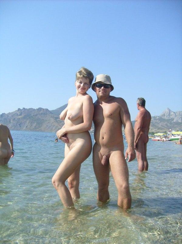 Супруга засветила сиськи во время летнего отдыха - порно фото