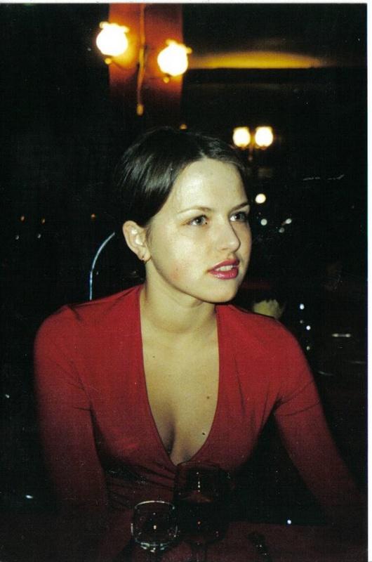 Красавица из 90-х очень любит становится рачком и сосать член - порно фото