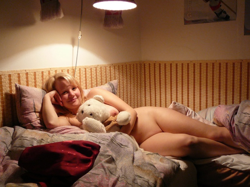 Романтичная пышка резво оголилась - порно фото