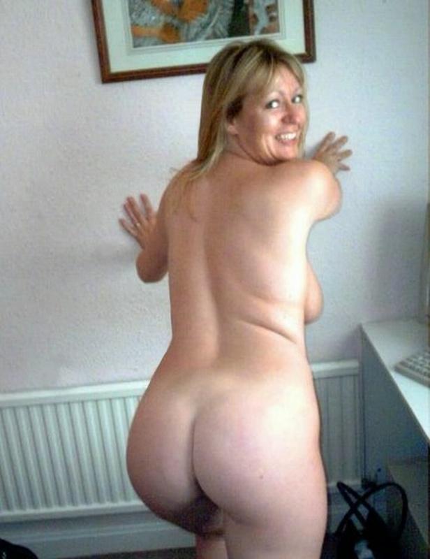 Знойное тело пышной матроны обещает море наслаждений - порно фото