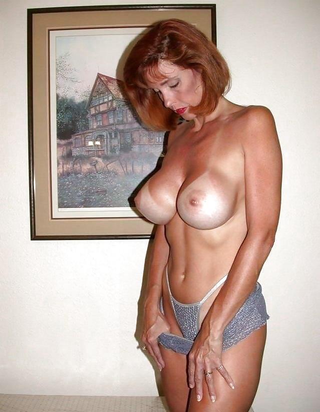 Русская красавица ласкает себя порно фото бесплатно