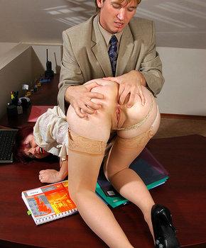 Смотреть порно трахает секретаршу симпатичную блондинку в очках лысый начальник #13