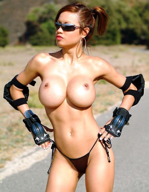Подборка телочек с большими дойками и торчащими сосочками - порно фото