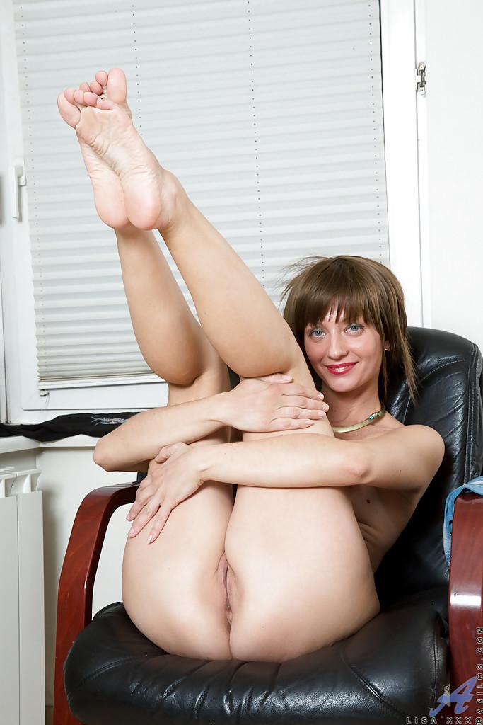 Застенчивая хозяйка разделась после прогулки - порно фото