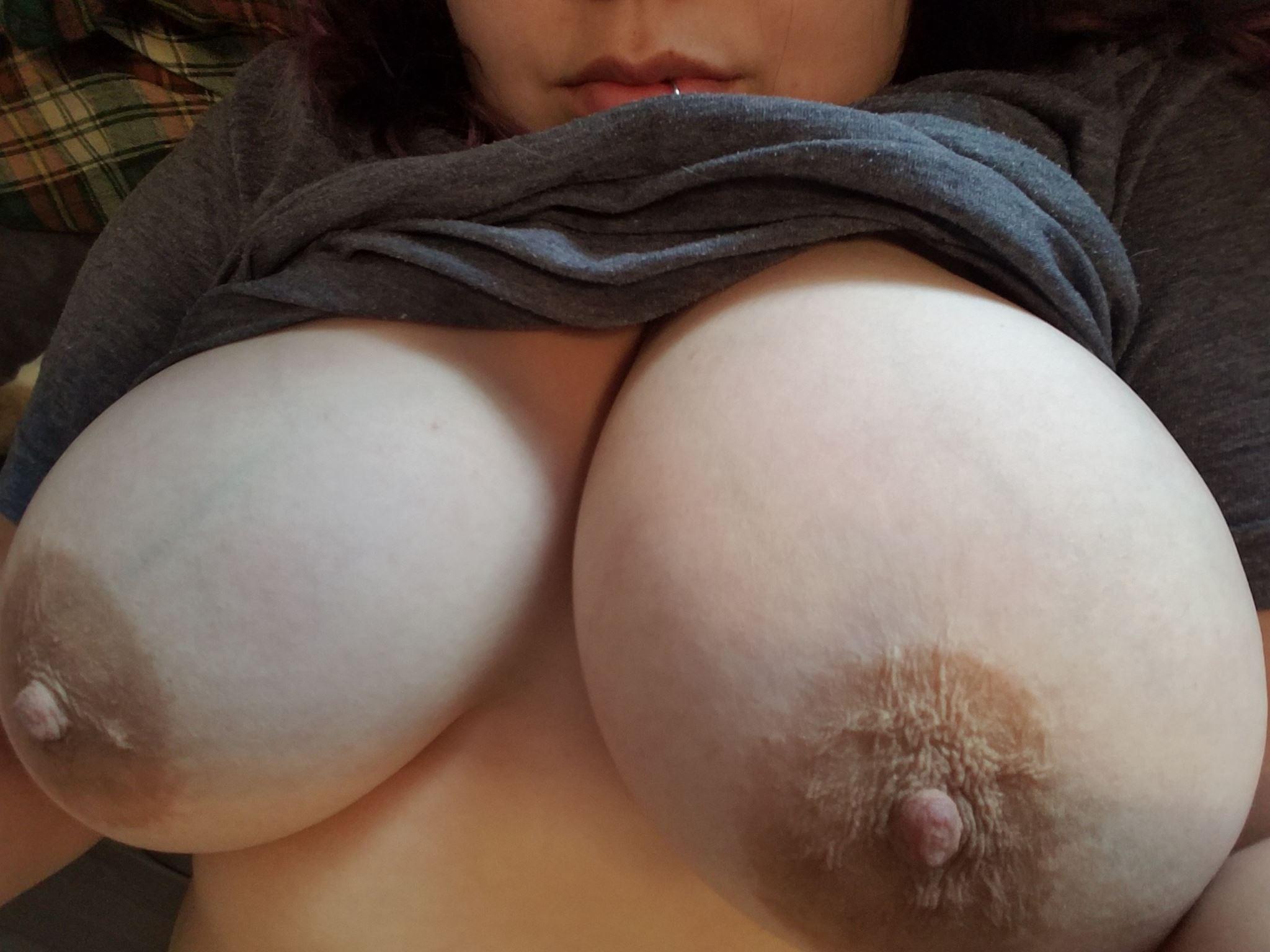 Подборка красивых сисек молодых девиц крупным планом - порно фото