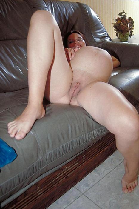 Беременные женщины без одежды демонстрируют свои прелести - порно фото
