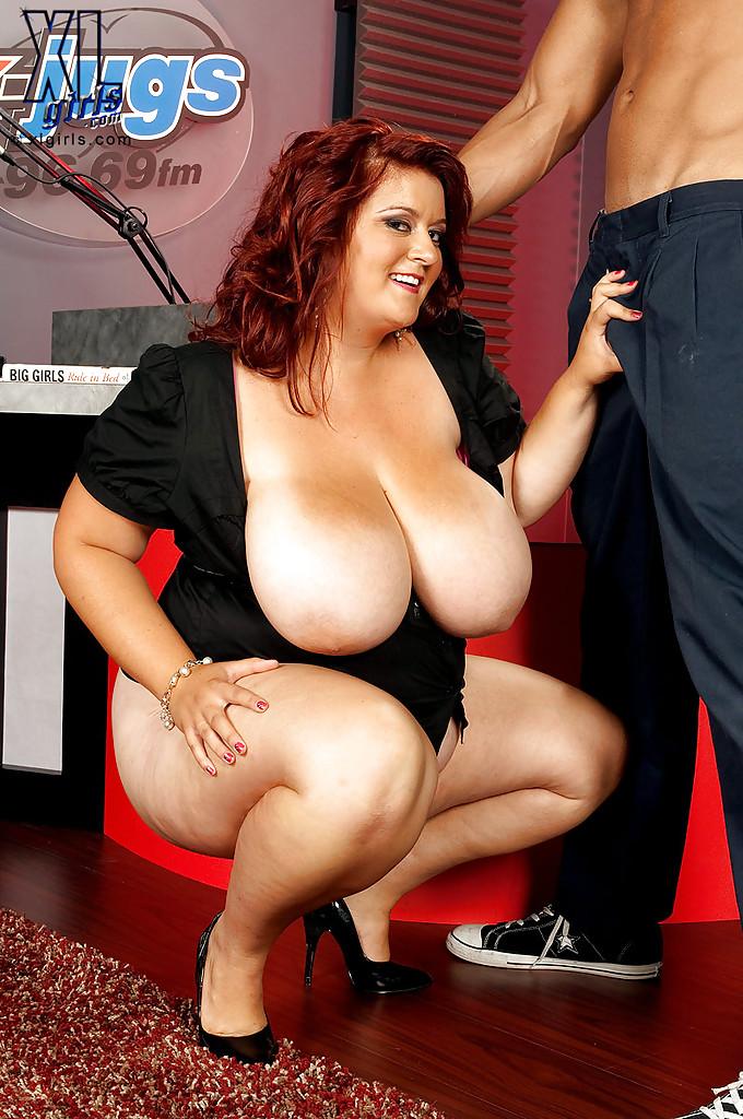 Jade Parker с подругой показали хахалю большие буфера - порно фото