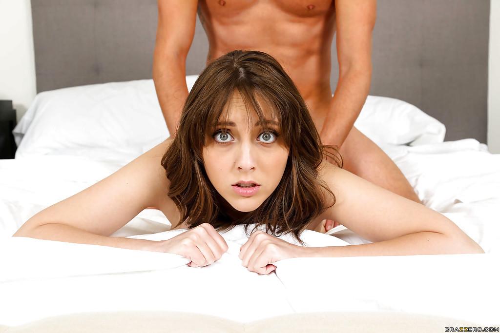Nickey Hunterman отсосала бойфренду и трахнулась с ним в задницу - порно фото